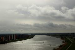 foto van 10 uur, droog maar wel bewolkt, met af en toe de #Zon erbij in de #Rijnmond 29/4 #buienradar