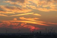 zonsondergang 21.35 uur boven de industrie van de Europoort, (ZH) #buienradar