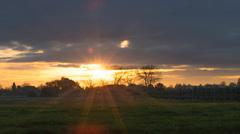 De zon duikt weer achter de bewolking om 8.25 uur in het rivierengebied #buienradar
