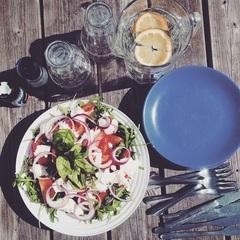 Vandaag lunchen wij buiten! ☀️ #zon #blij #lunchen #lekkerweer #salade #gezondeten #lunch #amillionfaces #castingbureau #lente #zomer