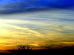 Zonsondergang met kleurige wolken . #buienradar