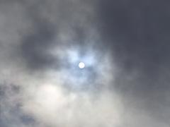 de  zonnestraal en  breek  door in  wolken boven  een Heemskerk #buienradar
