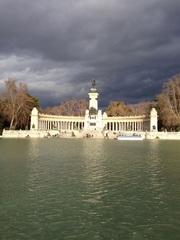 Donkere wolken boven parc Del Retiro Madrid #buienradar