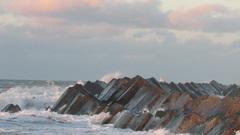 Maasvlakte 2 zeewering in het zonlicht aan het eind van de middag #buienradar