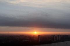 26/3/15,weerfoto van 6.41 uur, 10 min na dat de zon zich liet zien, nevelig en bewolkt, zwakke tot matige wind uit het ZW 3 tot 4 Bf temp 4.1 gr, bij de oude maas en omstreken... #buienradar