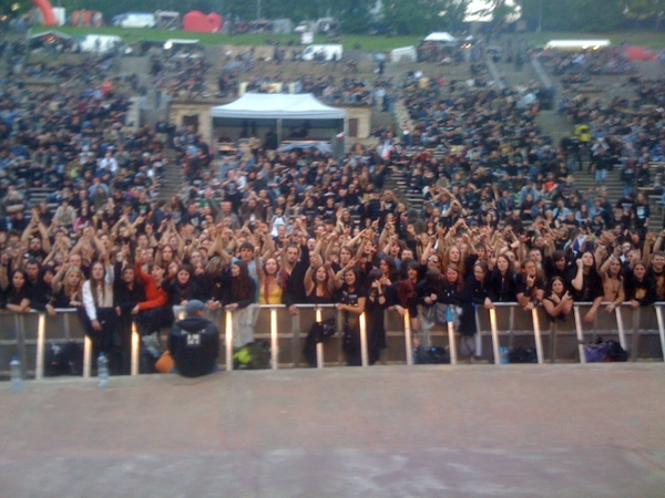 Just moments after the show.... nice crowd shot
