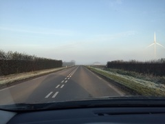 De weg lijkt gewoon op te houden #mist
