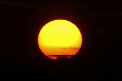 Ingezoomd op het ondergaande zonnetje in Maria Hoop gisteravond #buienradar