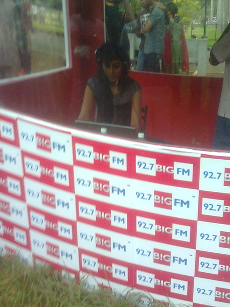 Rj Netra.. Live from #lalbaugh on Air 92.7 Big fm,i jst spoke wit her on air