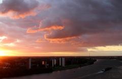 mooie weerschijn op de wolken van de zon die op komt om 7.07 uur Regio Rijnmond oude maas...  #buienradar