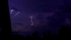 drie bliksemschichten bij elkaar, prachtig. #buienradar