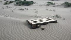 #zomer  verdwaalde pallet op het strand #buienradar