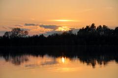 fraaie zonsondergang op zaterdag met opnieuw  toenemende bewolking #buienradar