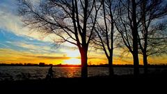 Nog even langs de plas fietsen....met de zon nog voor je #buienradar