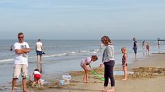 Groot en klein genieten vandaag nog volop op het strand in Domburg zld 28-9-2014 #buienradar
