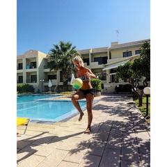 Zomerskiekje omdat het winterstop is☀️!! #regen #land #Nederland #TB #zomer #Greece #play #ball #fun #bikini #zwembad #genieten #vakantiemodus #winterstop #koud