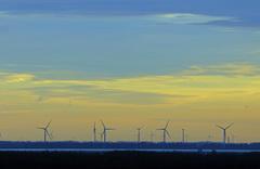 23 November 16.27 uur windmolens op Goeree en hebben nu genoeg wind on te draaien met windkracht 8 WNW  #buienradar