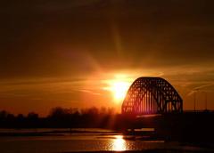 Zonsondergang bij de ijsselbrug in Zwolle! #buienradar
