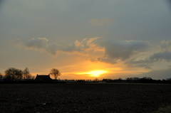 vrij snel gaat de zon weer schuil achter dreigende wolken op zaterdagochtend #buienradar