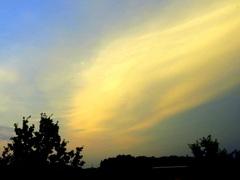 Een  vreemde  wolkenmassa op  een  zwoele Zaterdagavond om 22 uur. #buienradar