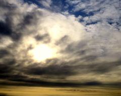 Deze  wolk  heeft  een  beetje luguber  gezicht  aangenomen. #buienradar