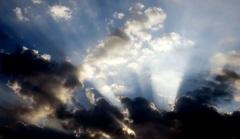 Soms  straalt  de zon  achter de wolken. #buienradar