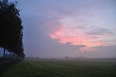 een langs scherende onweersbui op zaterdagochtend in zuidoost Brabant #buienradar