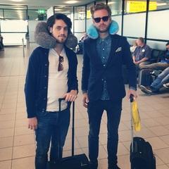 Fijne vakantie mannen!! ☀️✈️@daanboom  @jasperdemollin  @repostapp - Deze badboys gaan naar Curacao. Nekkussentje om, en gaan. #geenstijvenek #vakantie #diva's #curacao #airport #vliegen #zon