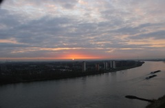 28/3/15 Prachtig mooi samenspel vanochtend met wolken & zon, Oude Maas, 6.32 uur  #buienradar