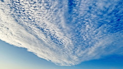 Wolkjes als wollig dekentje boven Oost Souburg zld 19-10-2014 (9.05) #buienradar