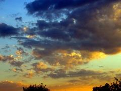 Zonsondergang. De weersverandering deze nacht komt  er  aan. #buienradar