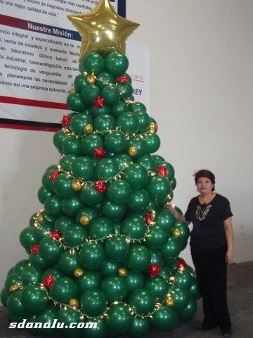 El mejor pino con globos esta aqui pidelo ahora para tu - Decoracion navidena para negocios ...