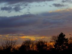 31 Maart  ging de  zon onder  met een  lucht  die  niet  veel  goeds  voorspelde. #buienradar