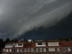 Shelfcloud met inktzwarte lucht boven Gouda - 23 augustus 2014 - 08.47.18 uur #buienradar